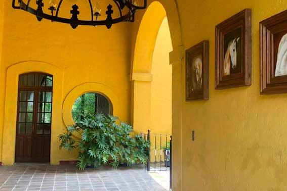 Banquetes Escoffier Venue Hacienda del Pedregal pasillo central