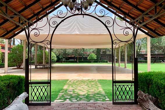 jardines y salones para eventos, Hacienda del Río Escoffier Banquetes entrada al salón