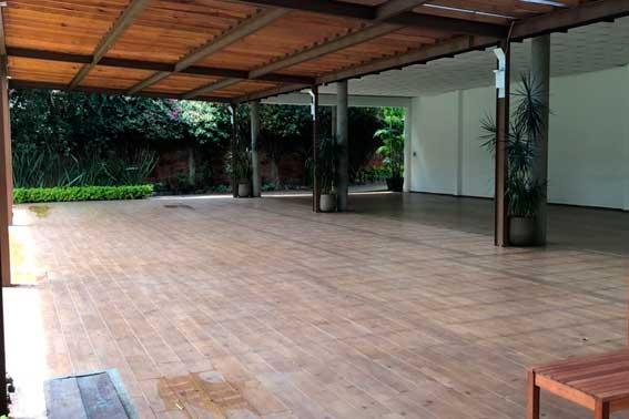 Venue Banquetes escoffier. Jardín Azteca vista lateral salón