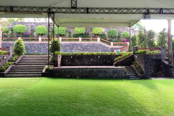 Banquetes Escoffier venue Jardín Tekal vista a escenario