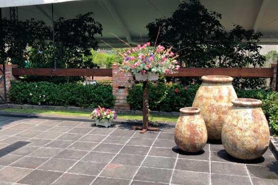 Banquetes Escoffier venue Jardín Tekal Adornos en entrada