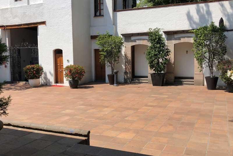 Jardines y salones para eventos Escoffier pasillo principal Hacienda San Fernando