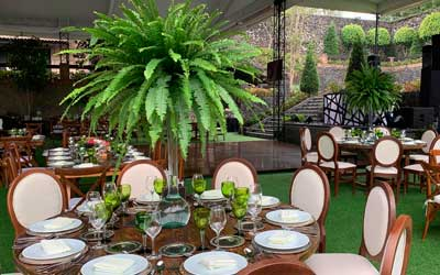 Banquetes para eventos Escoffier montaje de mesas listos