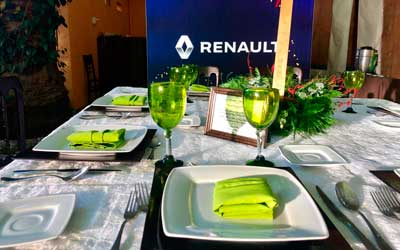 Banquetes Escoffier Montaje en blanco y verde para Renault durante un banquete empresarial