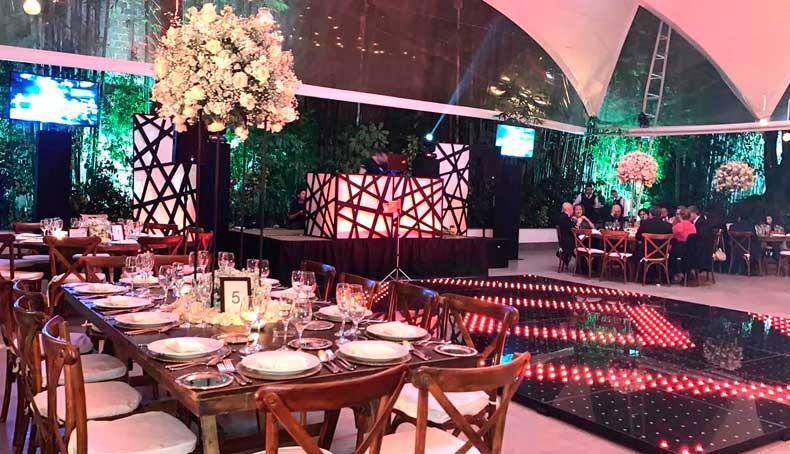 Montaje de dj para fiestas en Hacienda San Fernando con pista iluminada Banquetes Escoffier CDMX